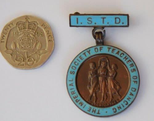 Vintage ISTD medal Imperial Society of Teachers of Dancing 1967 Vaughton badge